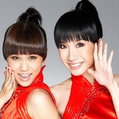 作为2009年台北奔牛形象大使,推出了首支贺岁单曲《沙里洪巴》.
